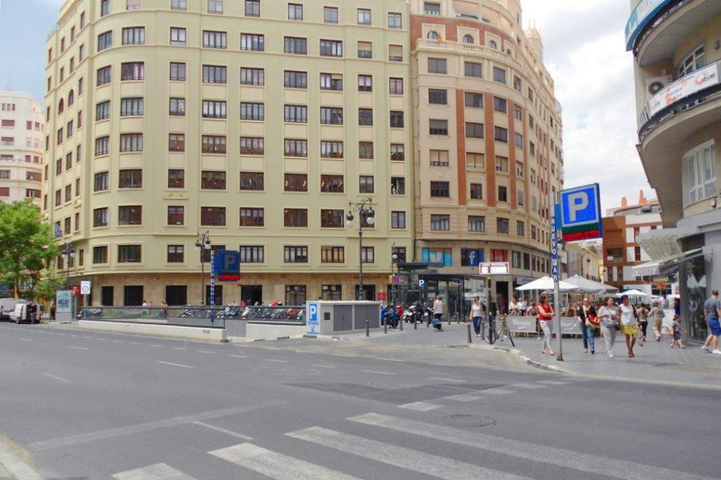avenida oeste valencia parking