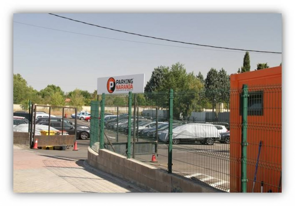 Parking Naranja en Barajas