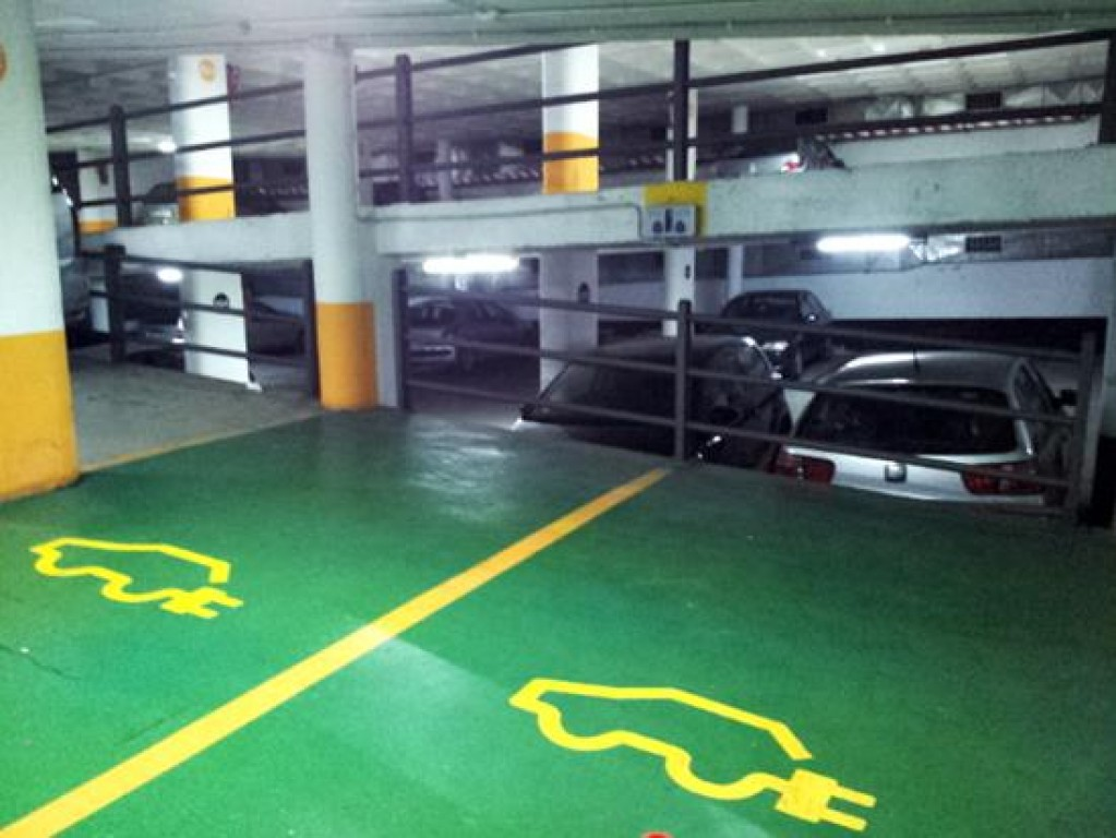 Carga coches electricos parking raval