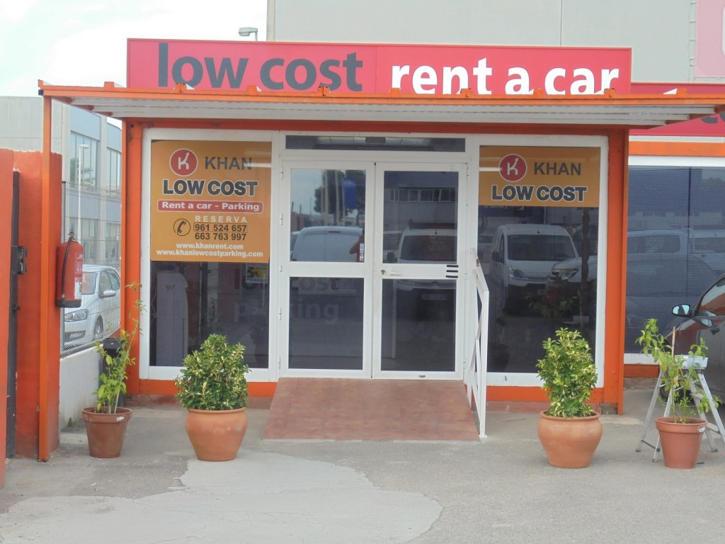 Entrada Khan Low Cost Parking